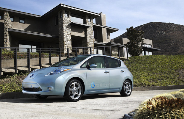 Nissan LEAF Автомобиль года (Car of the Year)